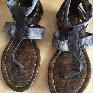 Shoes - Brown flip flop strappy sandals 6